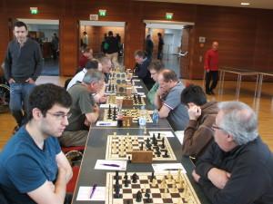 """""""Mal weniger!"""" (rechts im Bild: vorne Lörincz, Samietz, Eberhardt, Bauer, Bertz)"""